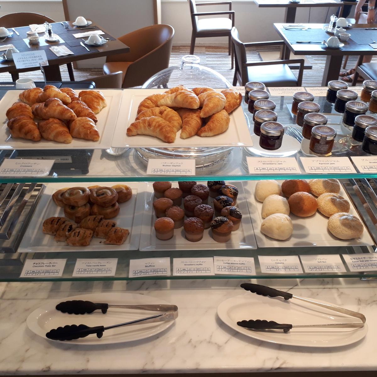 シェラトングランデオーシャンリゾート クラブラウンジ 朝食サービス パン