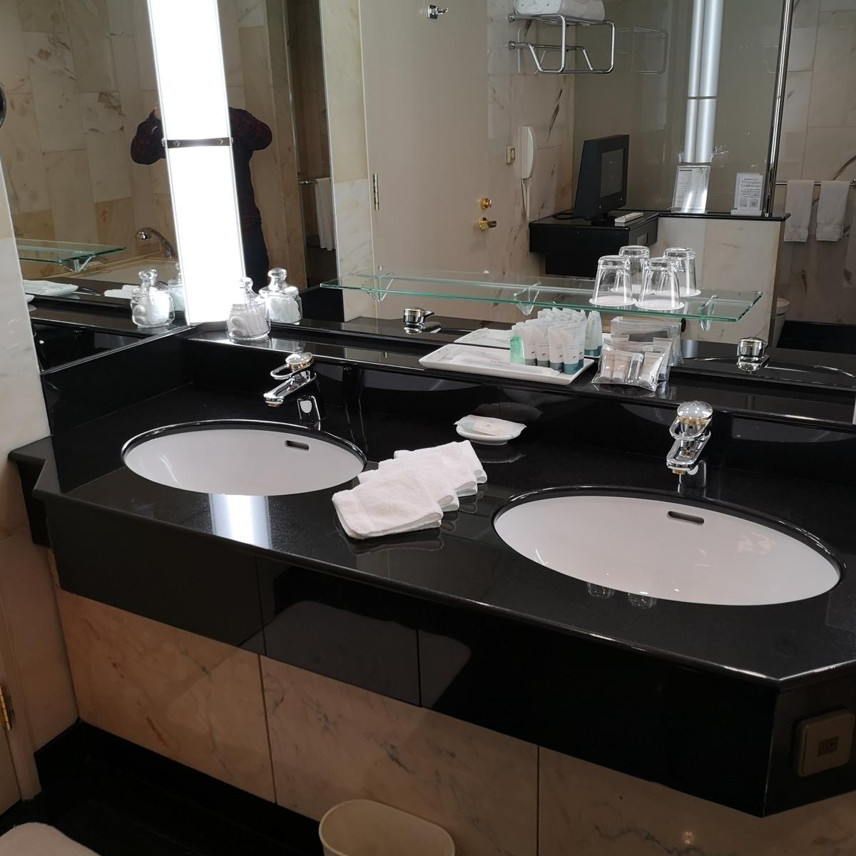 ウェスティンホテル大阪 エグゼクティブスイート バスルーム 洗面台